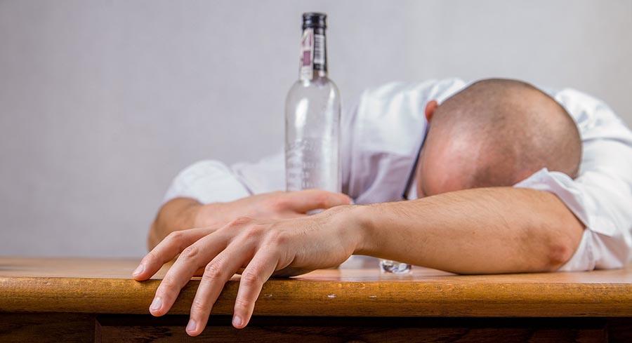 EL IMPACTO DEL ALCOHOLISMO EN LA SALUD